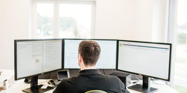 Mitarbeiter geoCapture bei der Arbeit mit dem Portal