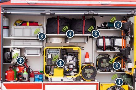 Beladungsüberprüfung im Einsatzwagen der Feuerwehr
