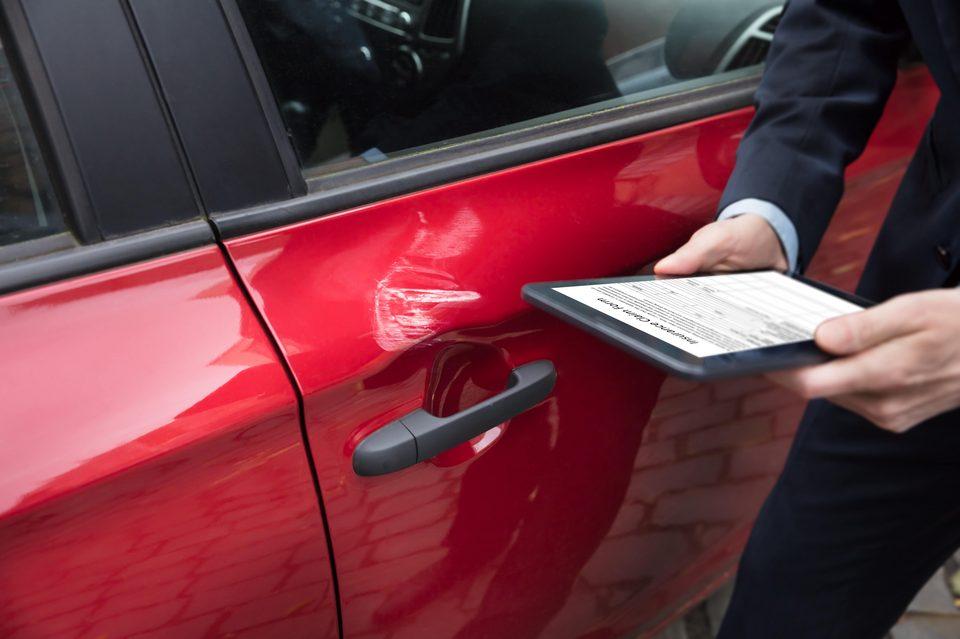 [Translate to Niederländisch:] Schäden am Fahrzeug erkennen und beheben mit den digitalen Formularen von geoCapture